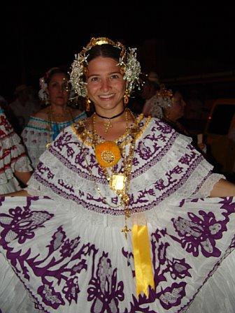 Las Polleras Protagonizan los Carnavales de Penonomé, Panamá
