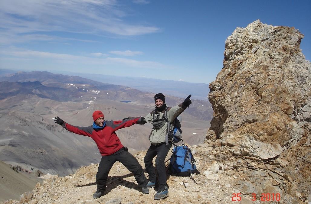 Tercer y cuarto día del Domuyo: De la pre-cumbre al oasis termal