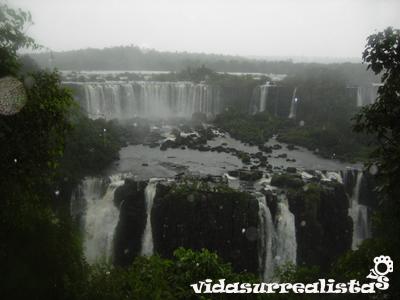 Las Cataratas del Iguazú: potencia argentina vs belleza brasilera