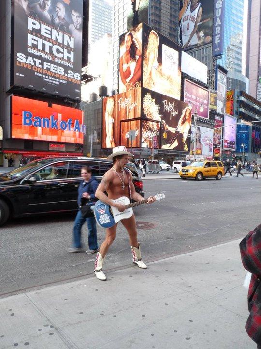 Cowboy al desnudo en Times Square