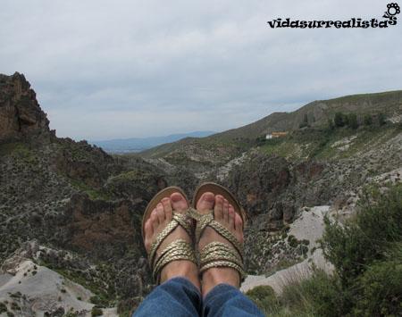 El surrealismo del trekking en sandalias en Granada