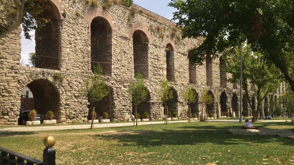 Acueducto de la época del imperio romano. Estambul