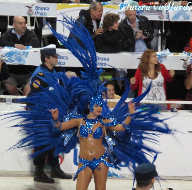 Argentina se viste con plumas y purpurina