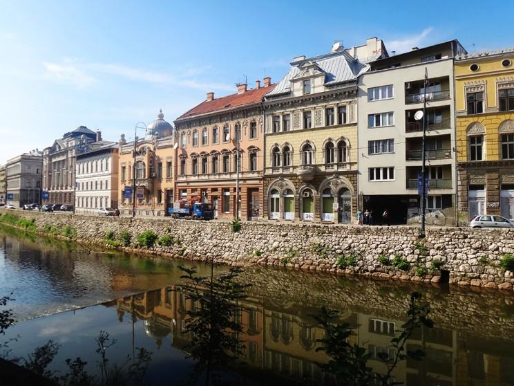 El Miljacka, el río de Sarajevo (¡estas casitas me encantan!)