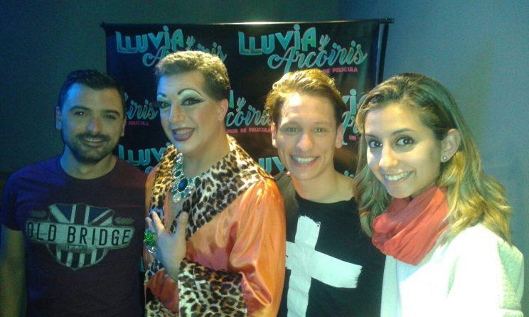Camila Menti junto a los actores
