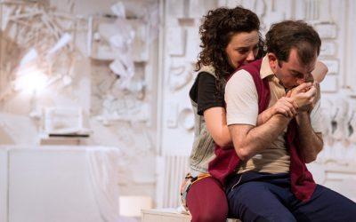 Llega a Beckett Teatro De los héroes que no aterrizan en las islas de los cuentos