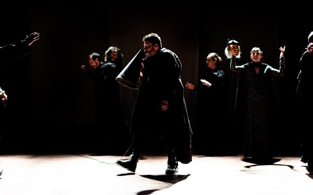 Cruel: Shakespeare con máscaras en tiempos modernos